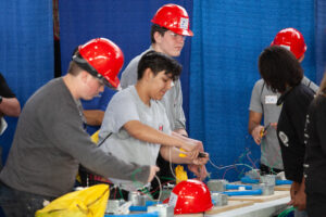 5 Careers in Construction students learning how to fix electrical wires
